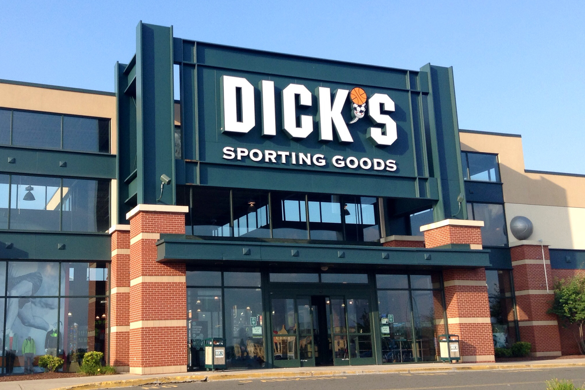 Dicks_Sporting_Goods_Exterior